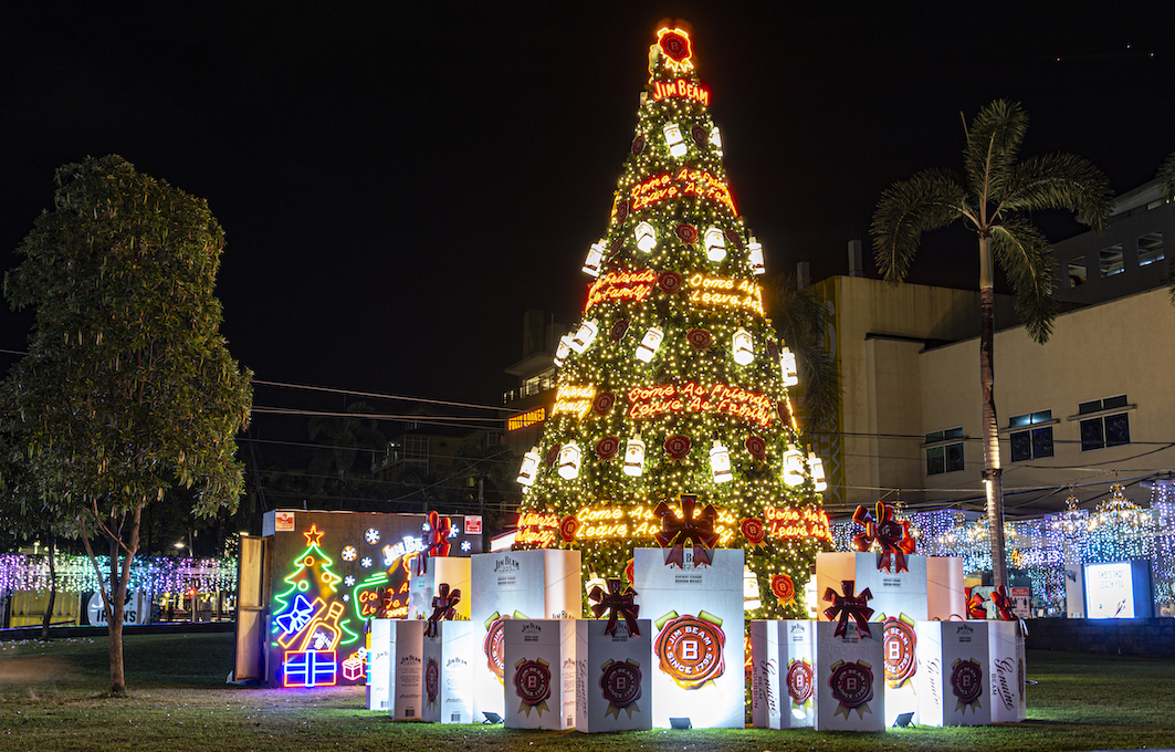 Jim Beam brings holiday cheer to BGC with a giant Christmas tree