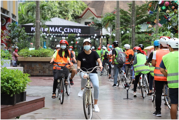 Power Mac Center, Gretchen Ho 'Pay It Forward' with 139 free bicycles