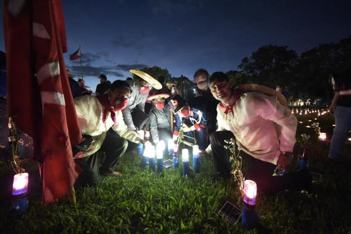 Liter of Light, first global Filipino NGO unveils #lightitforward giant tableau