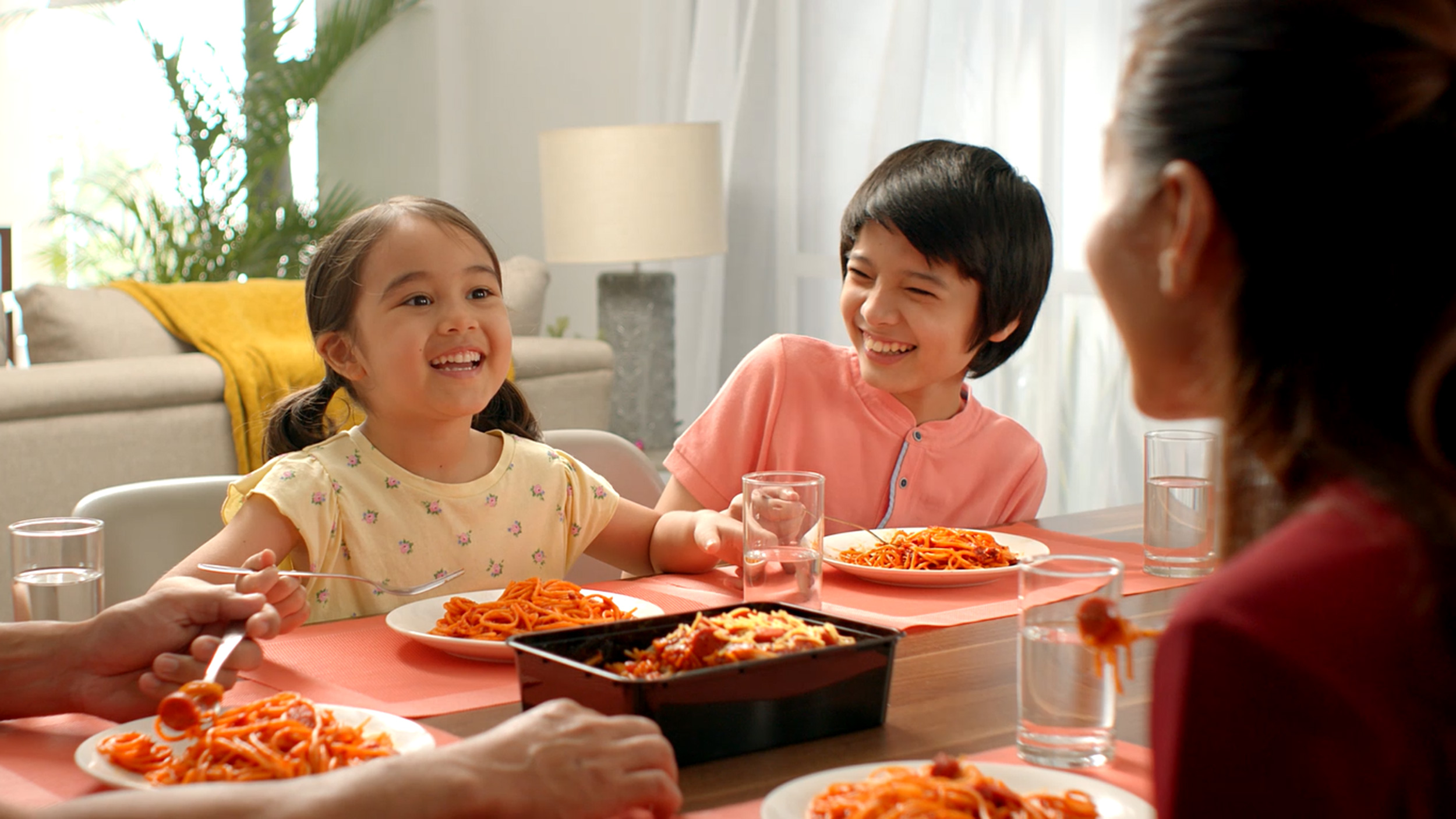 Jollibee's new ad shows how parents can make bonding time with kids more fun