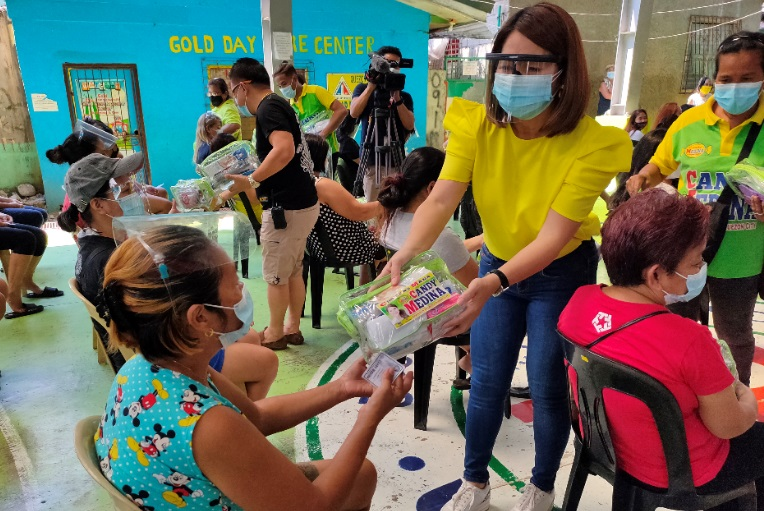 Quezon City Councilor Candy Medina distributes COVID-19 safety kits as national government rolls out vaccination for frontliners