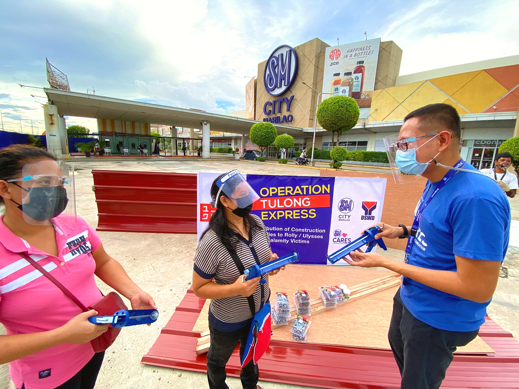 Uniqlo through SM Foundation and SM City Marilao donated housing materials and construction supplies to beneficiaries in Bulacan communities